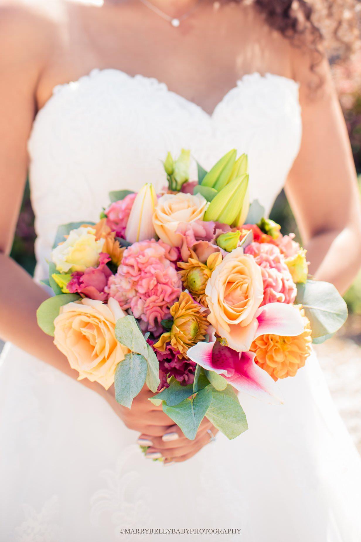 Des compositions de fleurs de mariage