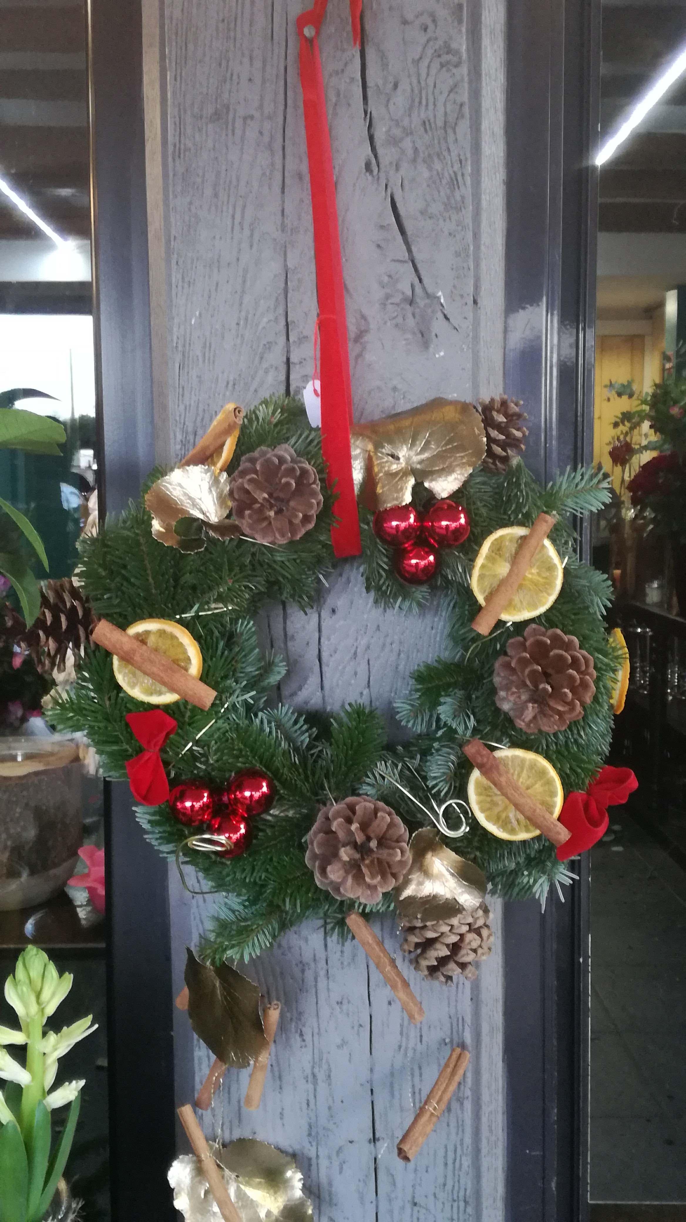 Couronne De Porte Noel Design une composition florale de noël personnalisée pour profiter