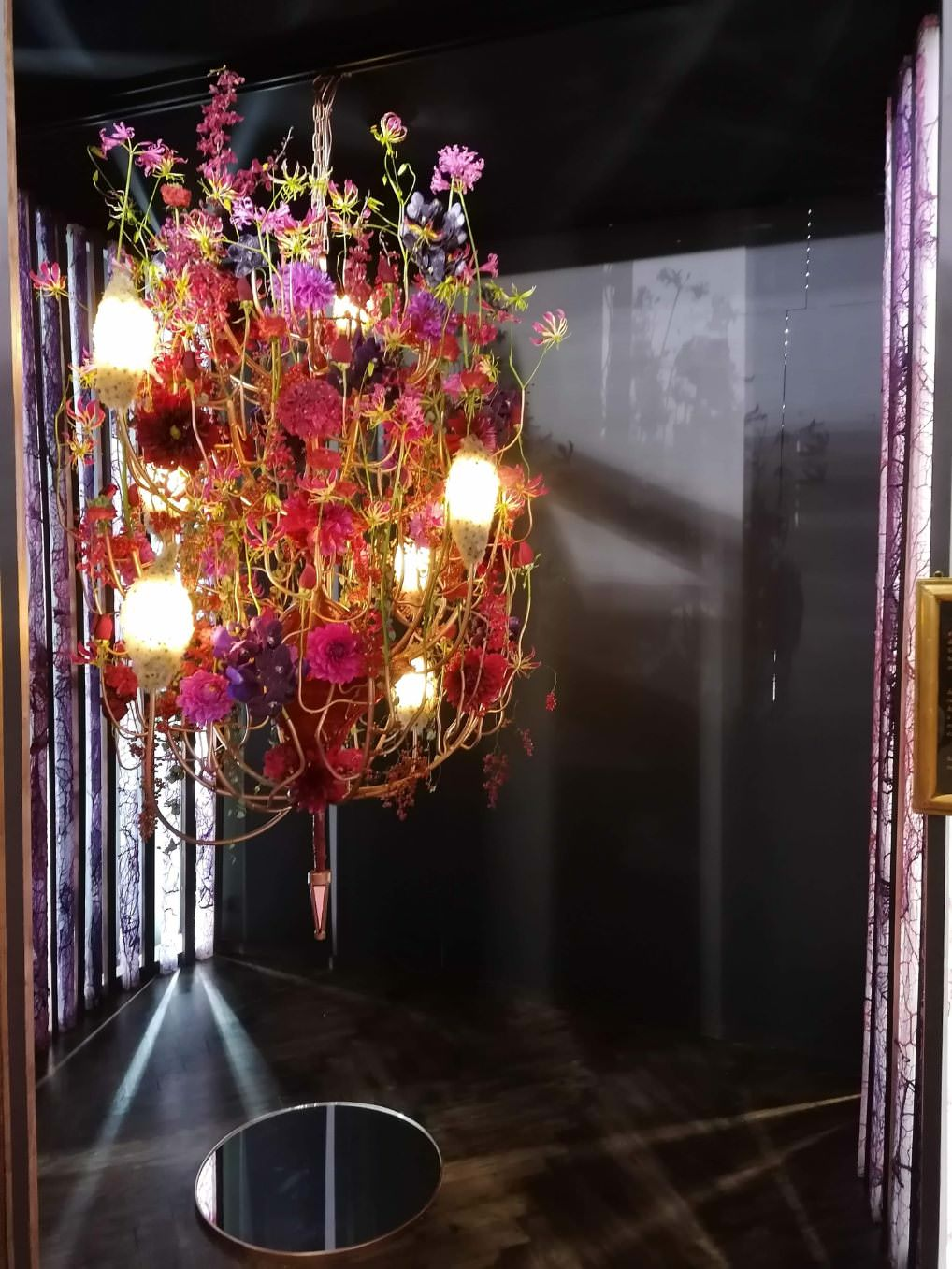Le lustre, une création de Cédric Deshayes vice-champion de France fleuriste 2019